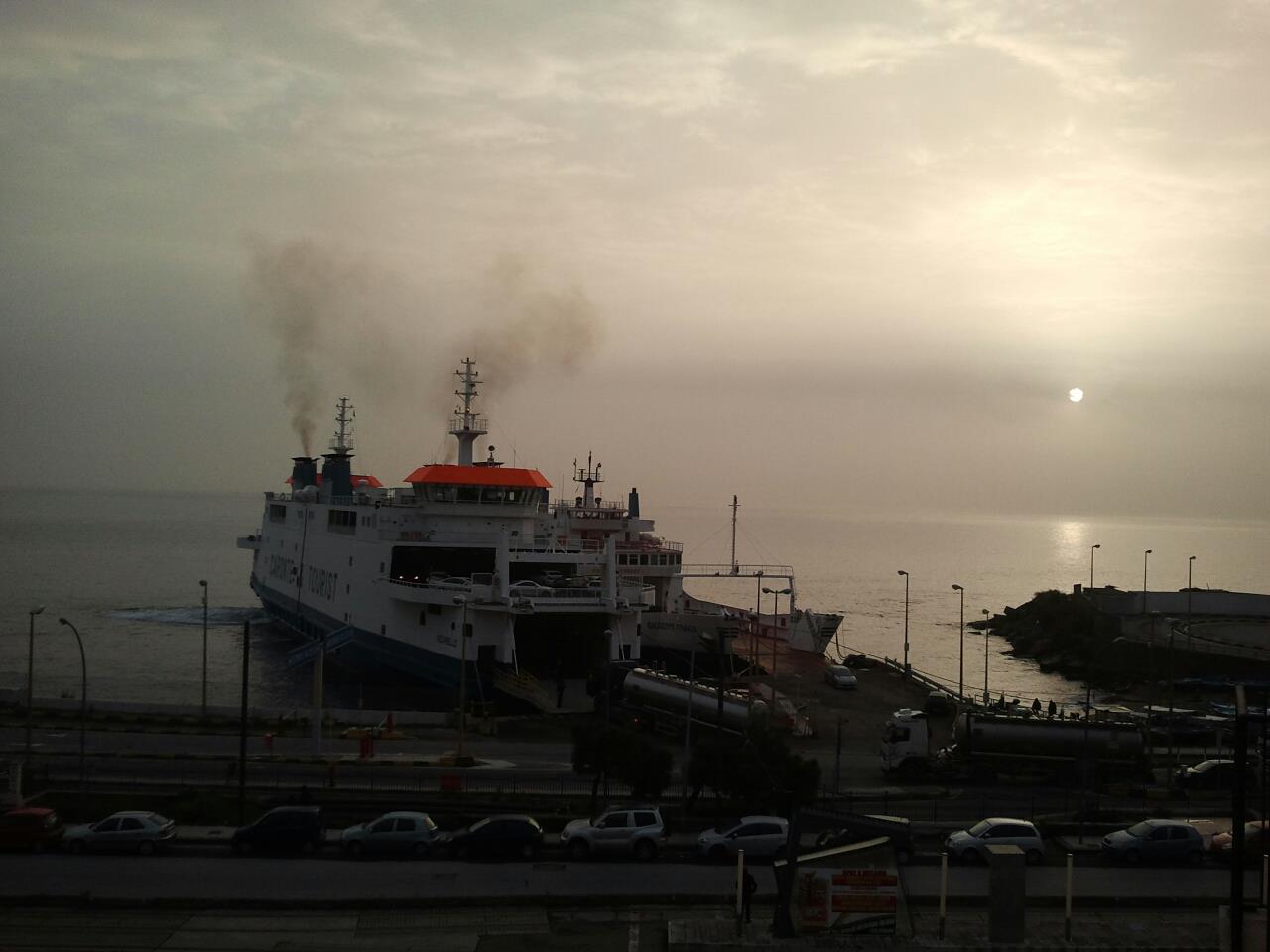 Nebbia nello Stretto oggi, situazione affascinante da nord a sud della Città (foto)