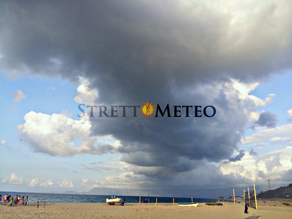 Inizio di settimana con nubi, calo termico e piogge in agguato. Migliora da mercoledì.