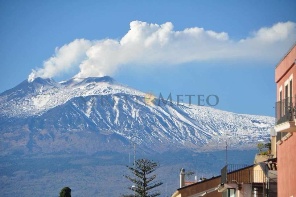 """L'Etna si mostra senza neve! Stagione sciistica """" nera """" ?"""