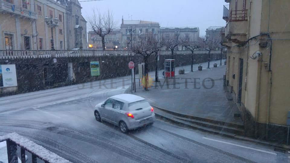 Nevica sui rilievi siculi. Attese ulteriori nevicate, prudenza!