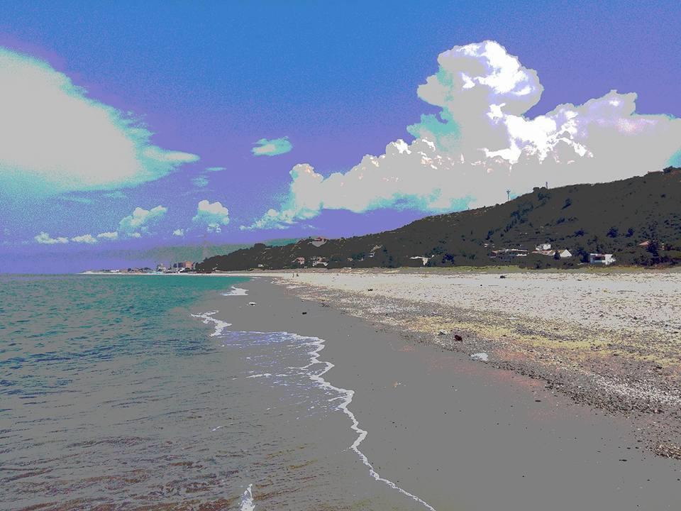 Fioriscono i cumulonembi attorno lo Stretto di Messina nelle ore pomeridiane.