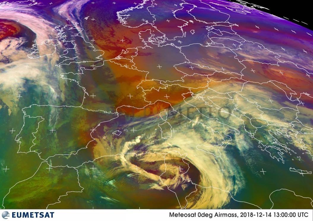 Vortice depressionario punta la Sicilia. Sabato forte maestrale e piogge tirreniche.